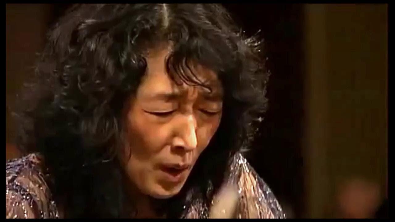MITSUKO UCHIDA - Mozart Piano Concerto # 13 in C major - Camerata Salzburg
