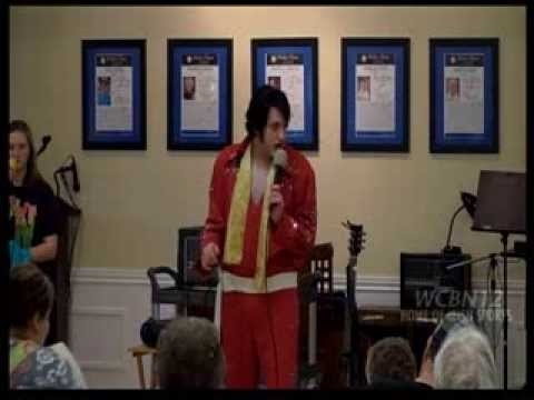 Thomas Lee as Elvis