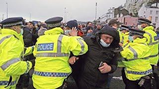 La desesperación se apodera de los transportistas atascados en Dover