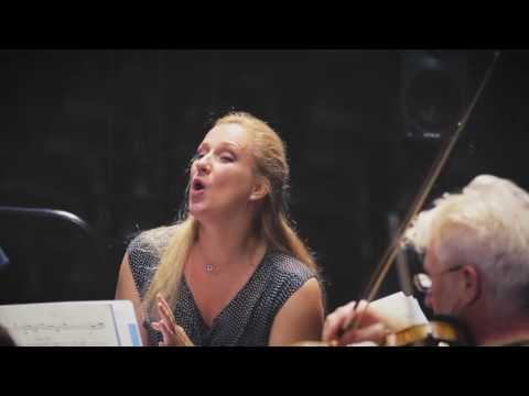 "Diana Damrau records Meyerbeer: Grand Opera (Les Huguenots, ""Ô beau pays de la Touraine"")"