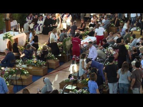 Itália realiza funerais solenes