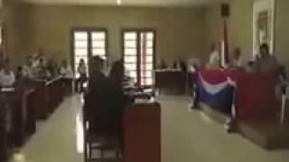 Президент Боливии смотрит порно в суде