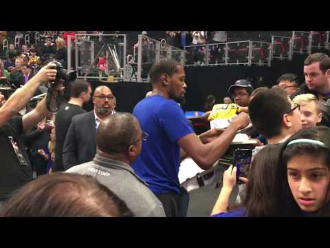 0cbd24c6c7d1 Kevin Durant Signing Autographs On The Road - iFolloSports.com