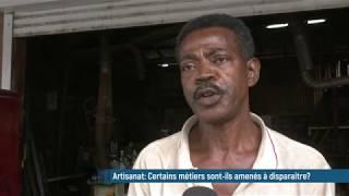 A Pointe-à-Pitre, Michel restaure de vieux meubles en bois depuis près de 50 ans ...