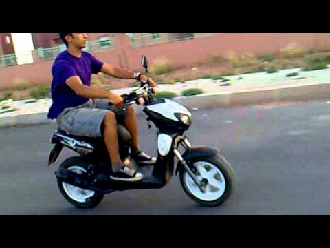 stunt mbk 2011 ayoub aux volant youtube. Black Bedroom Furniture Sets. Home Design Ideas