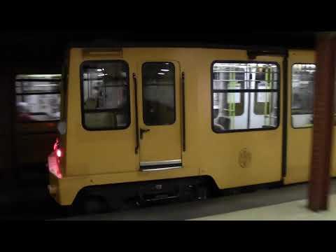 Budapest  Metro  M1 line at  Opera station ブダペスト地下鉄 一号線 オペラ座駅
