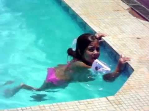 Sereia Na Piscina Youtube