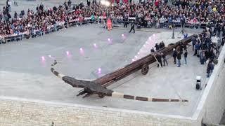 Il lancio della palla infuocata dalla Balestra gigante
