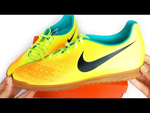 Nike Magista Ola II IC (Indoor) - YouTube 47f0c6566c3