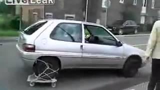 Avtomobil ta'mirlash bilan anglatadi improvised