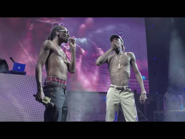 Snoop Dogg and Wiz Khalifa (Kush Ups) 4K (AMAZING QUALITY) - The High Road Tour Chicago 2016
