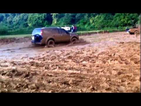 Ford Endeavour Slush Drifting Fun in Coorg