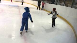 Дуэт на катке / Kids ice skating duet.
