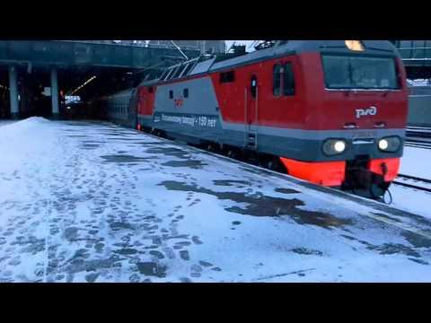ЭП2К - 210 с поездом Москва - Мурманск