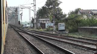 09004 NDLS-BCT AC Superfast Express Crossing Narmada River!!!!!