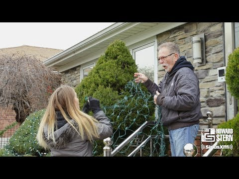 "Ronnie ""the Limo Driver"" Mund and His Fiancée Decorate for Christmas"