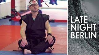 Frank Tonmann macht Karate: Ist er ein würdiger Meister? | Late Night Berlin | ProSieben
