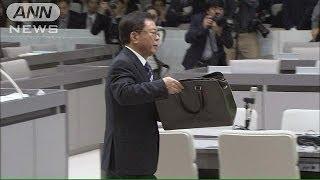猪瀬都知事、5000万円運んだかばんを公開(13/12/17) thumbnail