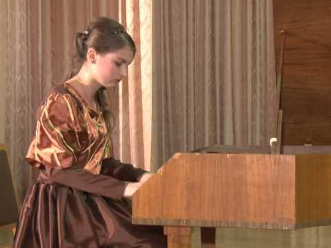 Вечер старинной музыки. Алиса исполняет  на клавесине  произведение Баха  )
