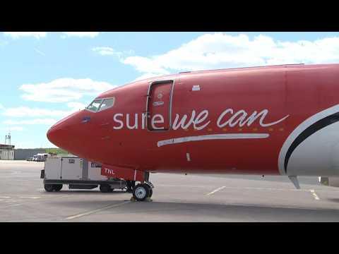 Franska flyget med elitloppshästar landar i Stockholm