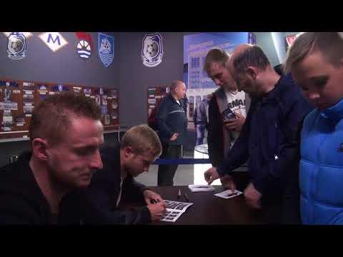 ChernomoretsOfficial: Автограф-сессия от игроков Черноморца 18 10 2017