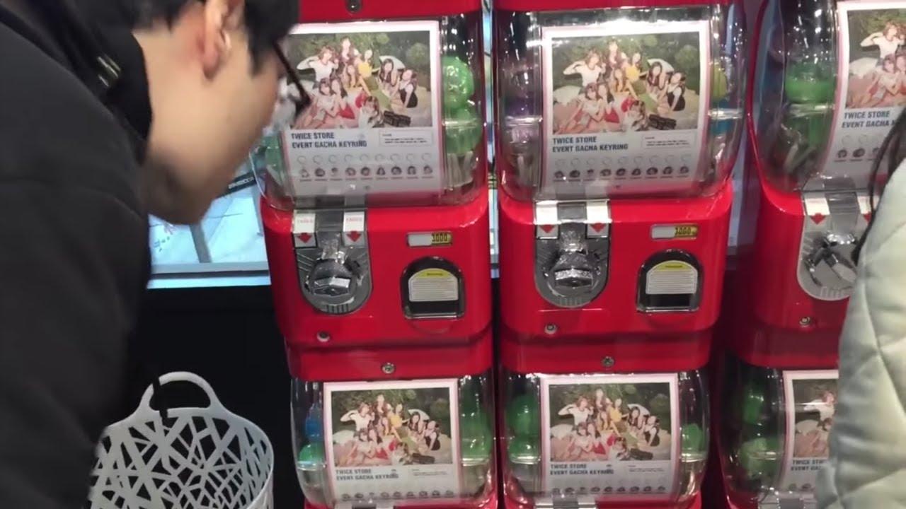 트와이스 (TWICE) Store in Hongdae – Key Ring & Button Gachapon Machines