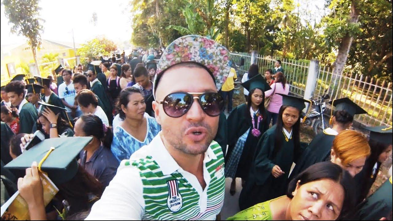 Polak Rozmawia Z Filipińską Studentką Na Zakończenie Roku Szkolnego. Jakie Marzenia Mają Azjaci?