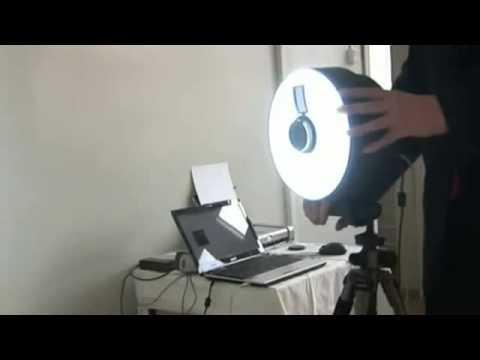 Изотопная метка на лоб при биометрической процедуре, фотоаппарат подключен к компьютеру.