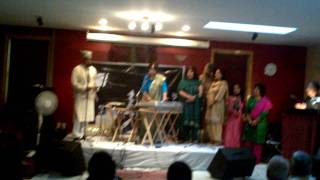 Woh pari kaha se laoon - Pehchan 1970, Live Sharda and local singers from Boston 2011