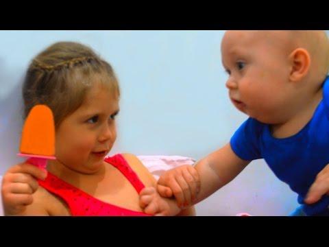 Беби Бон Денис забрал мороженое у сестрички ♥ Baby doll Для детей
