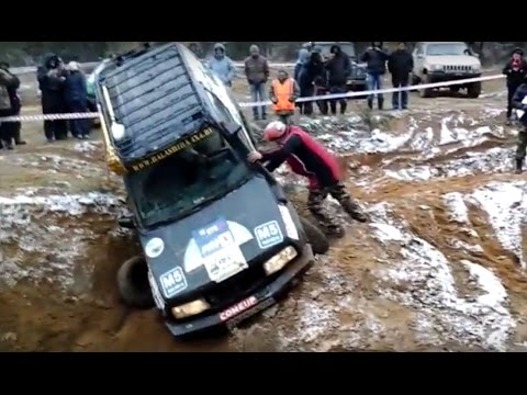 Suzuki Grand Vitara Off road Fails Mud Water Hill Climb Compilation