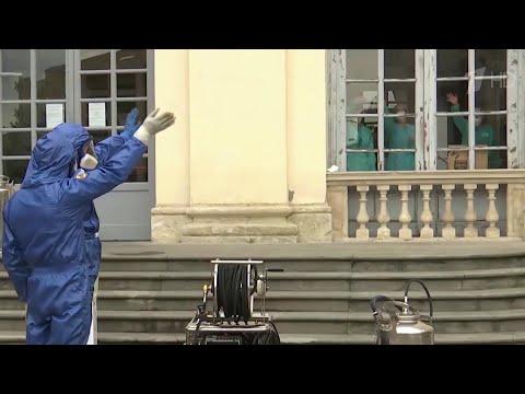 Аплодисментами провожали российских военных в Италии, которые помогали бороться с коронавирусом.