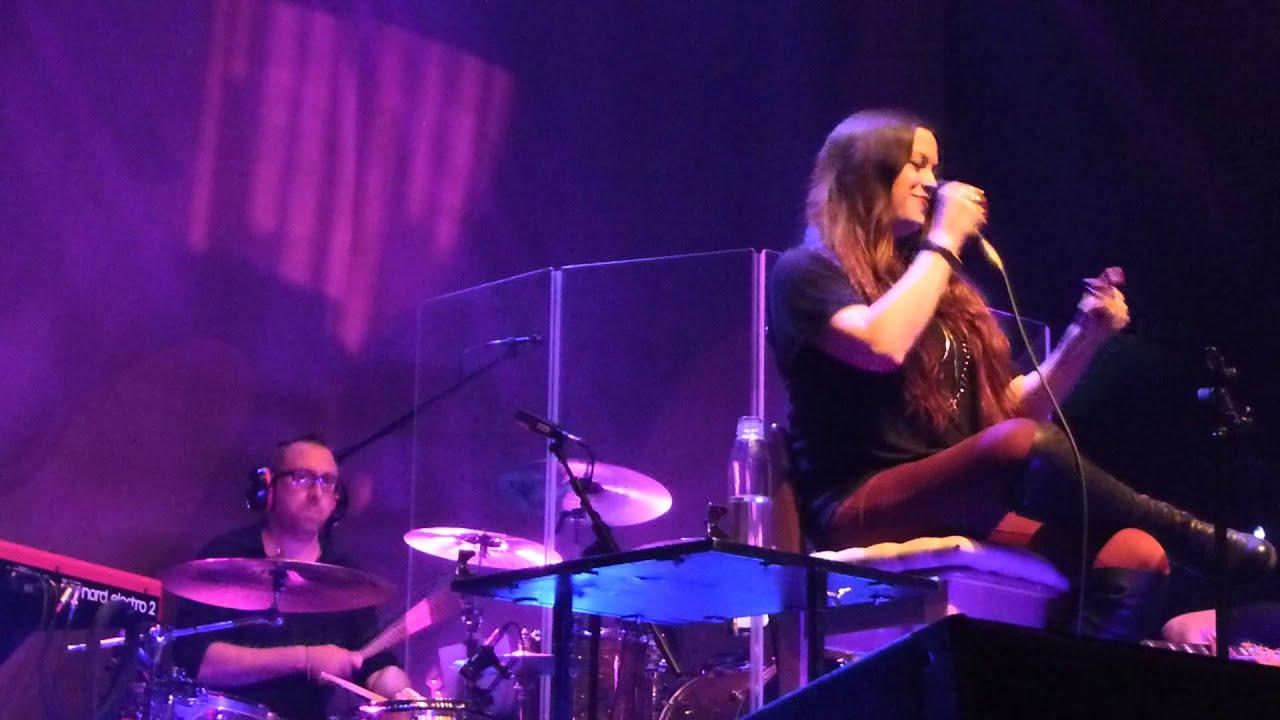Alanis Morissette Hand In My Pocket Live 013 Tilburg