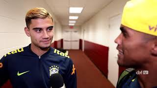 Fala SELEÇÃO! Douglas Costa vira repórter e entrevista Andreas Pereira
