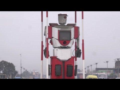 'Robocop' maintains traffic flow in Congo