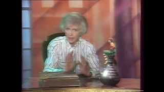 Программа 'В гостях у сказки' ведущие Тётя Валя Леонтьева и Денис Матросов в роли Ноки (джин) 1990 г