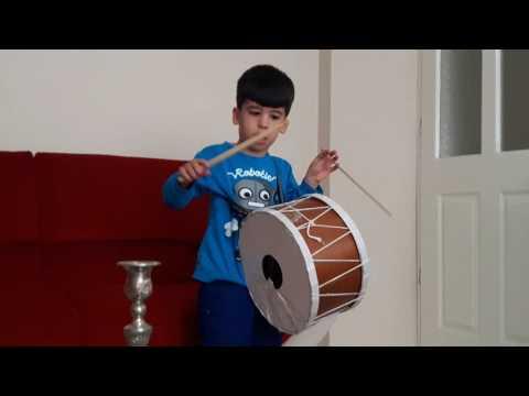 Kücük davulcu Furkan Efeden Ac bir cocacola iç roman havası davul  show drum show drummer