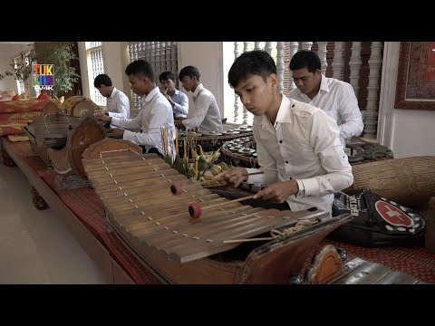The Pin Peat ensemble of Wat Bo pagoda (Siem Reap)