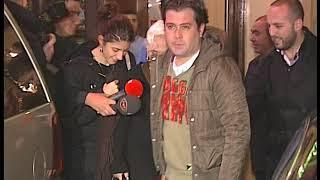 Minik Serçe Sezen Aksu'yu Bir Mekan Çıkışında Arkadaşlarıyla Görüntüledik