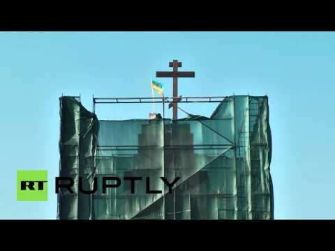 Ukraine: Kharkov's fallen Lenin statue replaced by giant cross