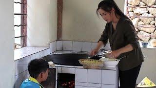 """这种植物被称为""""平民燕窝"""",我们叫它皂角米,用来煮皂角米羹【滇西小哥】"""