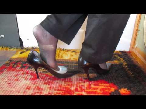 loose Guess classic pumps sheer black sandalfoot hose 9jan16 006