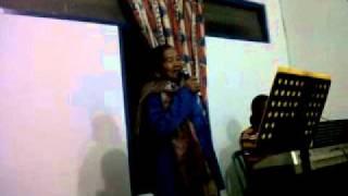 Opung Boru lagi bernyanyi...