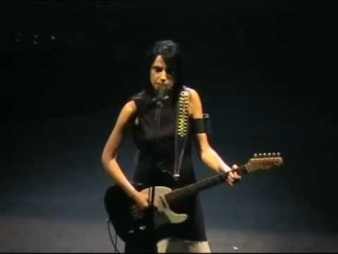 PJ Harvey - This Mess We're In (Live at Brixton Academy, London, 2001)