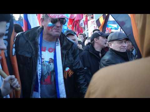Русский патриот высморкался в флаг США и не дал его поднять