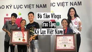 Bà Tân Vlogs Nhận Huy Chương Kỷ Lục Việt Nam | Trần Minh Phương Thảo