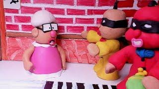 BABY SUPERHERO WINS A BAD THIEF - Animation Stop Motion Cartoons
