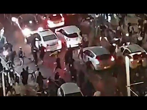 فيديو: لقطات مباشرة عبر تلفزيون إسرائيلي لعملية ضرب وحشية لرجل يُعتقد أنه عربي…  - نشر قبل 23 دقيقة