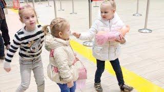 ВЛОГ Летим в Дубай Алина и Алиса Мими Лисса играют в аэропорту Новая игрушка Chi Chi Love