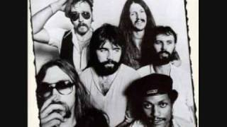 Watch Doobie Brothers Listen To The Music video